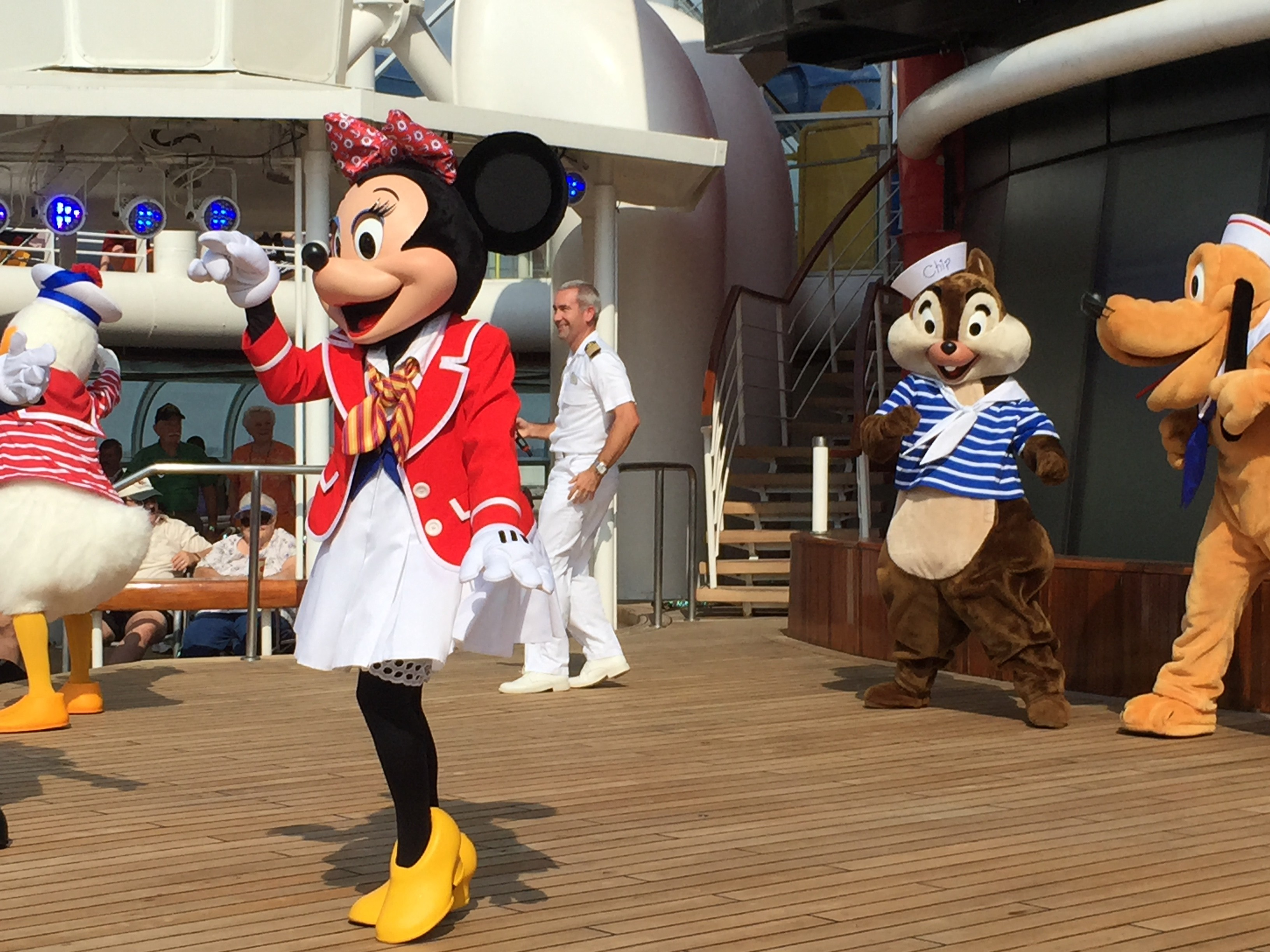MINNIE LOOKING FLY...