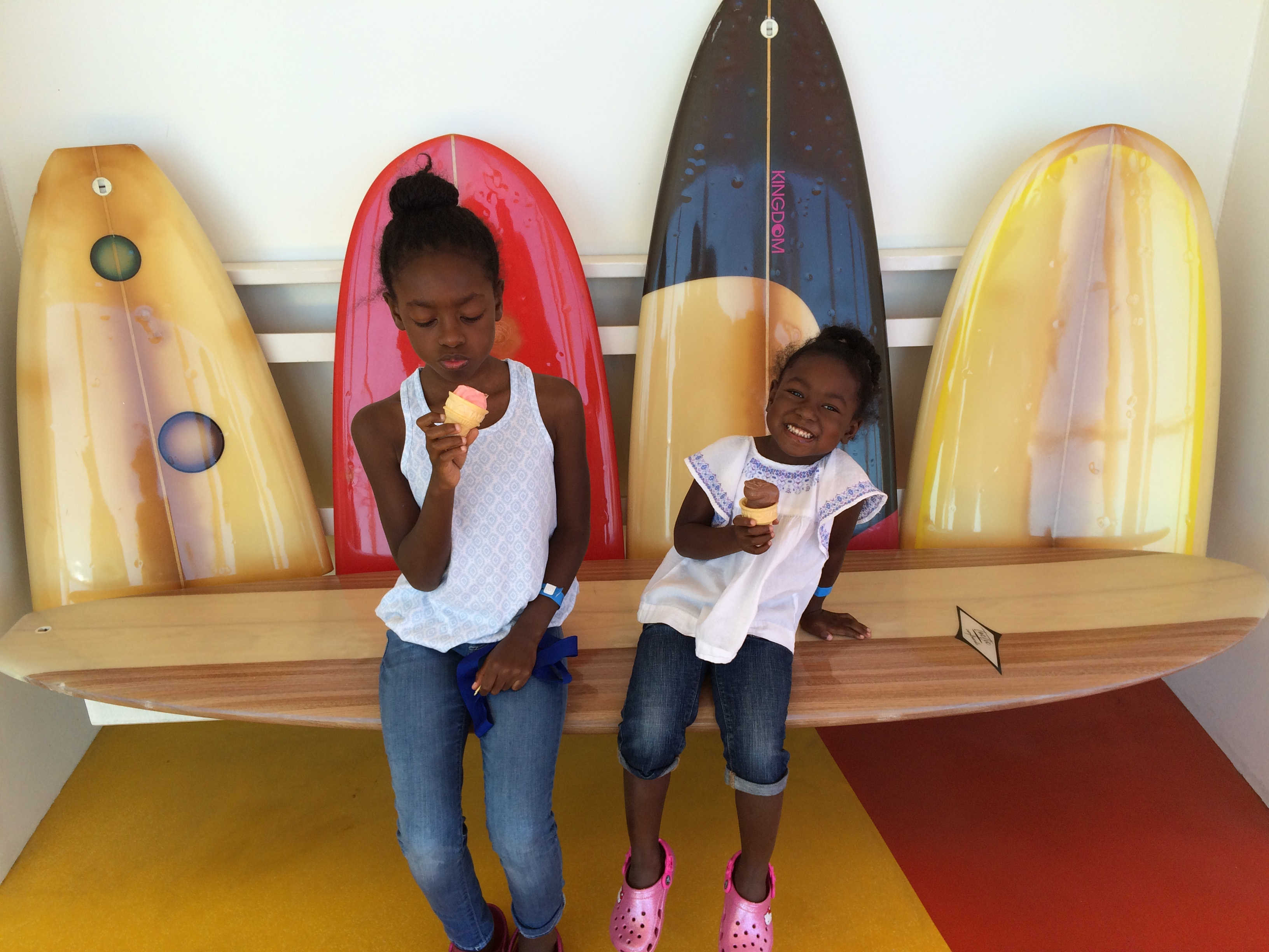 AREN'T THESE SURFBOARD BENCHES ADORABLE?