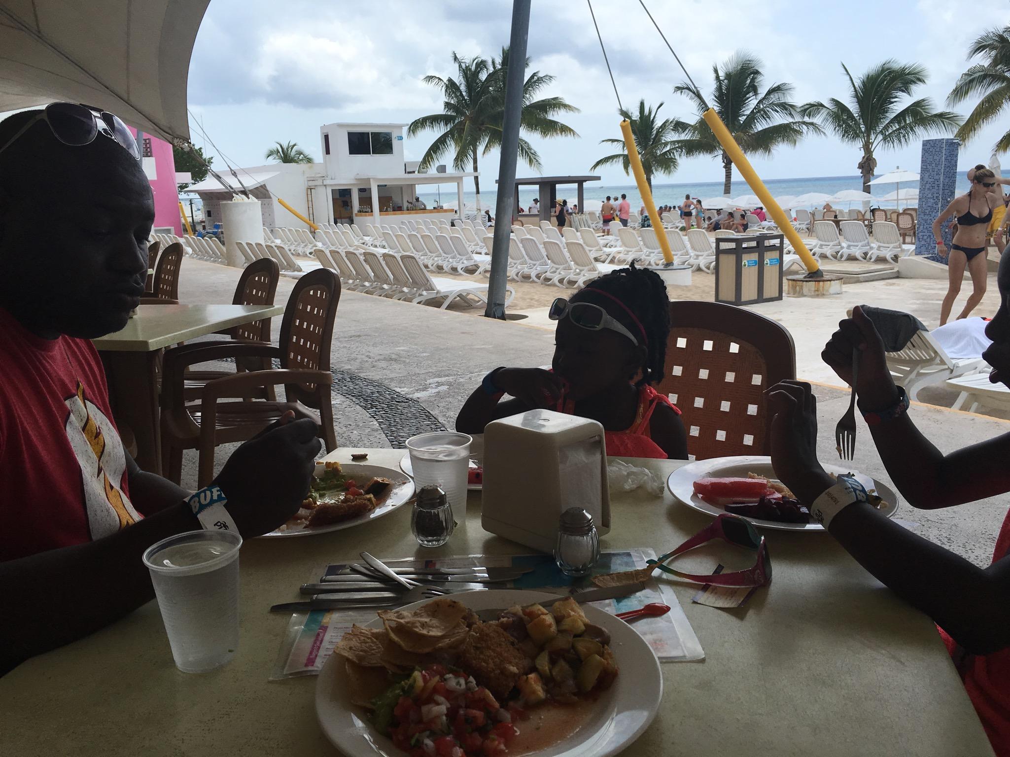 BeachClub eating